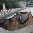 Часть федеральной трассы обрушилась в Сочи из-за сильного ливня (ВИДЕО)