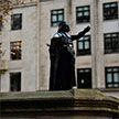 Памятник работорговцу заменили статуей Дарта Вейдера в британском Бристоле