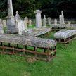 Зачем на могилы в средние века накладывали решетки? Вы не поверите!