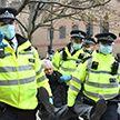 В Лондоне проходят столкновения между полицией и протестующими против локдауна