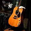 Гитару Курта Кобейна продали на аукционе за рекордные $6 млн