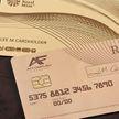Настоящая золотая: в Британии выпустили банковскую платежную карту из 18-каратного золота