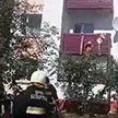 Пенсионерка застряла на балконе дома в Буда-Кошелёво