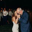 На свадьбе дочери убитого полицейского отца заменили семеро его коллег: трогательное видео