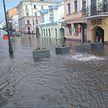 Потоп в Минске: водой залило кафе и магазины на улице Революционной