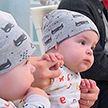 В Гомеле в канун Дня матери чествовали новорожденных близнецов