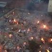 В Индии из-за COVID-19 не хватает мест в крематориях, тела сжигают прямо на улицах