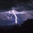 Жертвами ударов молний на востоке Индии стали 26 человек