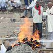 В Индии женщина пришла в сознание за несколько минут до собственной кремации. Ее родные думали, что она умерла от коронавируса