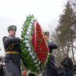 Накануне Дня милиции в Минске возложили венки и цветы к памятнику сотрудникам, погибшим при исполнении служебного долга