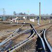 Мужчина положил голову на рельсы и попытался покончить жизнь самоубийством на железнодорожной станции в Орше
