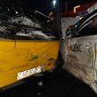 Такси столкнулось с автобусом в Минске