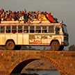 Автобус с пассажирами рухнул в водоём в Индии, есть жертвы