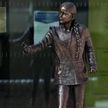 Памятник Грете Тунберг поставили в Великобритании: студенты возмущены