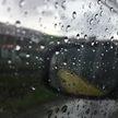 Автоэксперт рассказал, как безопасно управлять машиной в дождь