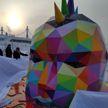 На набережной Якутска появилась пёстрая скульптура в виде головы панка