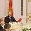 «Допустим, значок государственного флага»: Лукашенко убежден, что госслужащие должны быть заметнее в обществе