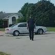 Собака за рулем машины ездила кругами в течение часа (ВИДЕО)