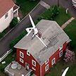 Легкомоторный самолёт врезался в жилой дом, в котором находилась женщина
