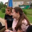 Волонтёры посетили детский дом в Дрибинском районе, чтобы показать ребятам ретро-автомобили