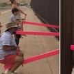 В стене между Мексикой и США установили розовые качели