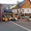 В Ружанах перевернулся лесовоз: брёвна раздавили грудного ребёнка и его бабушку