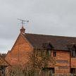 102-летний британец хотел поправить антенну и на три дня застрял на крыше