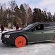 По-настоящему зимняя резина: Subaru с дисками от циркулярки вместо колёс (Видео)