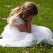 Мужчина решил женится повторно. На свадьбу позвал только старшую дочь – и его заклеймили позором