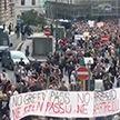 Массовые протесты против COVID-паспортов проходят в Европе