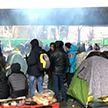 Стихийный лагерь мигрантов эвакуируют на севере Парижа