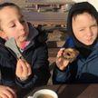 Восьмилетняя внучка археолога нашла бронзовый топор за пару минут