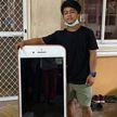Невнимательный житель Таиланда купил айфон в интернет-магазине. Вместо телефона ему привезли письменный стол
