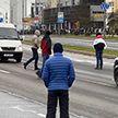 Воскресная забава участников протестных хождений в Минске: бросаться под колеса машин и блокировать движение