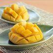 Необычный способ поедания манго назвали гениальным