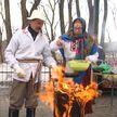 Сытно и ярко белорусы отмечают Масленицу: блинная неделя подходит к концу