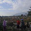 Почти 400 человек погибли из-за цунами в Индонезии