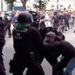 Паспорта вакцинации и проблемы бизнеса: что стало причиной новых коронавирусных протестов в Европе