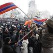 Протестующие ворвались в здание университета в Ереване