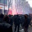 После акций протеста центр Парижа стал похож на декорации к постапокалиптическим фильмам