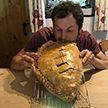 Британец испек пирожок размером со своего новорожденного сына