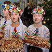 Сотни детей принимали поздравления и напутствия от Митрополита Павла в Свято-Духовом кафедральном соборе