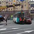 Трамвай столкнулся с легковым автомобилем и сошёл с рельсов в Минске