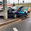 Автомобиль каршеринга врезался в столб в Минске