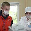 Костюмы, очки, маски и доставка еды врачам: как белорусы поддерживают медиков в борьбе с коронавирусом