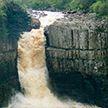 Экстремал прыгнул с водопада и едва не погиб (ВИДЕО)