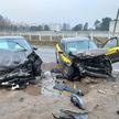 Две легковушки лоб в лоб столкнулись в Минске